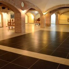 Sala congressi, pavimentazione in gres porcellanato, Hotel Taloro Gavoi